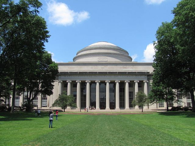 800px-MIT_Building_10_and_the_Great_Dome,_Cambridge_MA